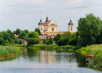 budynek przy rzece